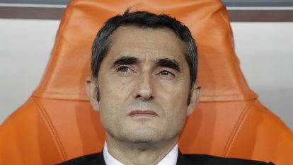 Barca sack coach Valverde, appoint Setien