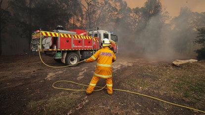 Sunday looms as pivotal day in bushfire battle