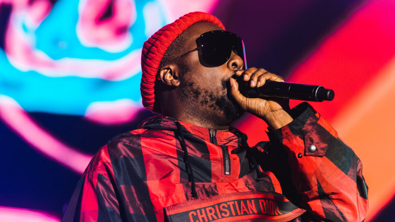 Qantas offers to help cabin crew sue will.i.am over racism claim