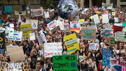 How do Labor and the Coalition plan to cut carbon emissions?