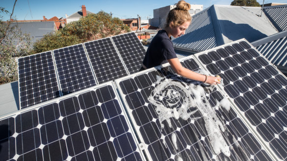 NSW Greens push for mandatory solar and batteries for all new homes