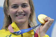 Ariarne Titmus and her 200m gold medal.