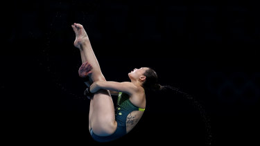 Melissa Wu berlaga di platform 10m putri.