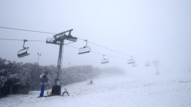 The weather bureau's thermometers show that the current temperature at Mount Buller is -1 degrees.