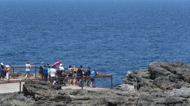 A man has died after being pulled from the water at Kiama Blowhole on Monday.