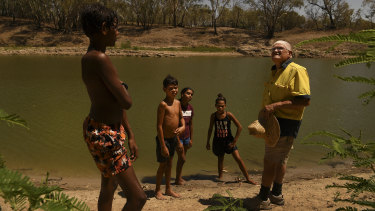 Barkandji elder Kevin Knight, right, talks to Indigenous youths from Bourke, Laithan Rocher, 12, Aaron McKellar, 12, Sharika McKellar, 13, and Shekia Edwards, 12, about the significance of the Darling River to Indigenous communities.