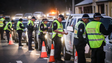 Police stop and question drivers at a NSW-Victoria border checkpoint in Albury.