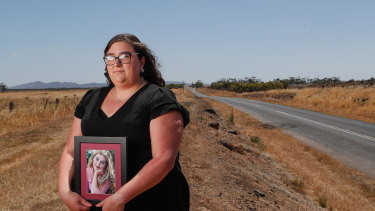 Melinda Dine's mother was killed in a crash near Stawell. Ms Dine now volunteers with a service that helps victims of road trauma.