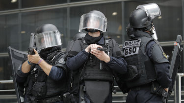 There was a hostage situation at a bank in Le Havre, France on Thursday.