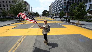 Beth Shafa waves an American flag near the White House.