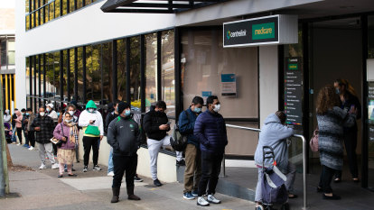 Job vacancies fall as social services groups say more support needed for unemployed