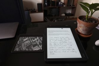 The Kobo Elipsa makes my Kindle Oasis look tiny.