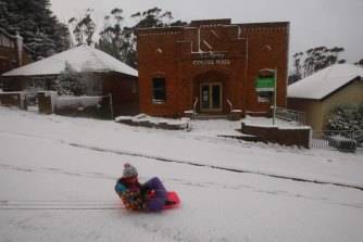 Katoomba was in lockdown on Saturday morning after one of the largest snow dumps in the last decade closed the Great Western Highway.