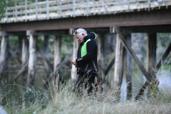 Diver Peter Wright on the scene of a drowning in the Ovens River near Williams Bridge.