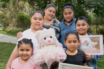 Jennifer Fonua with her five children and the teddy bear that contains her baby daughter Thalia's ashes. (L-R) Jennifer 5 , Elena 10 , Jennifer (mother), Natalie 12 , Xavier 7, Elenor 9.