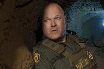 Michael Chiklis is a veteran border patrol agent in Coyote.