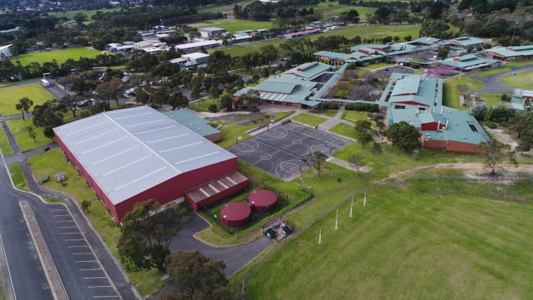 The college's senior campus at Drysdale opened in 1996. It had been previously been used as farmland.