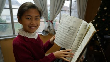 Former Perth eight-year-old pianist Anwen, who now lives in New York, practices piano three hours a day.