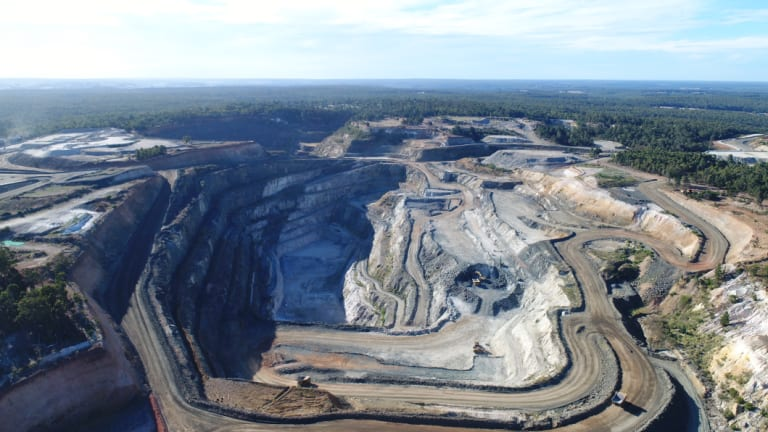 The Greenbushes hard-rock lithium mine in Western Australia is the world's largest hard-rock lithium mine.