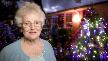 Seventy-seven-year-old Bev Lucas has put up Christmas lights around her Chifley home as a promise to her 73-year-old sister Valma.
