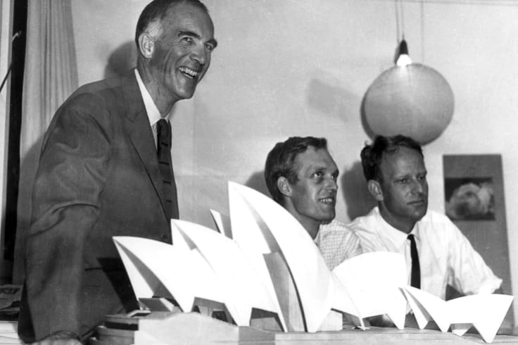 Jorn Utzon witha model of the Opera House in 1966.