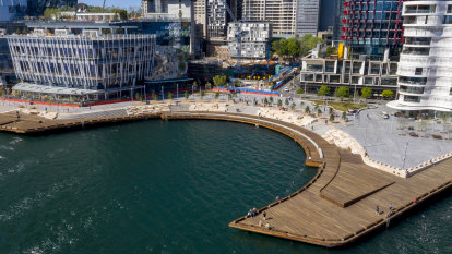Harbour foreshore's 'missing link' at Barangaroo opens to the public