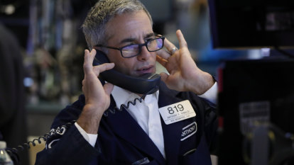 Wall Street finishes mixed after early rally fades