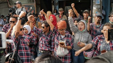 Ahok supporters in front of Brimob Command HQ in Depok. They waited all night for his release on Thursday.