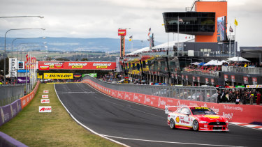 McLaughlin tears around the Mt Panorama circuit during the Top 10 Shootout.