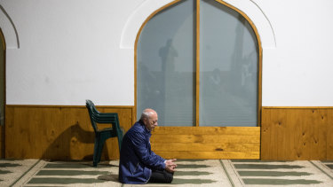Saeed Maasarwe in prayer after the funeral by himself.