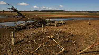 Lake Burrendong, which supplies Dubbo, Cobar, Nyngan and Warren, has dropped below 3 per cent.