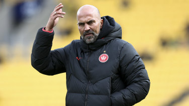 Markus Babbel shows his frustration during the Wanderers' defeat in Wellington on Saturday.