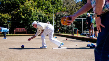 Double Bay Bowling Club has taken legal action against Woollahra Municipal Council over the sale of a townhouse.