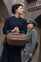 Valerie Pachner as Fani, who supports her husband's decision to challenge the Nazis.
