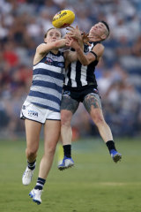 Denny Taylor of Geelong and Celia McIntosh of Collingwood battle it out.