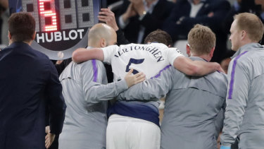 Jan Vertonghen had to be helped off the pitch with a head injury.