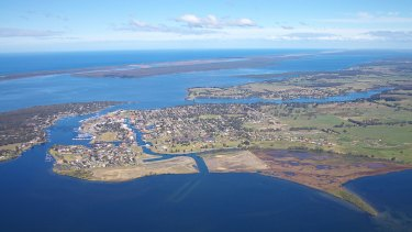 The man drowned in waters off Sunset Drive in Paynesville in Gippsland.