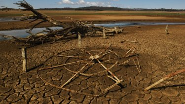 Lake Burrendong, one of NSW's biggest dams, will have pumps extended to draw out more of its dwindling water.