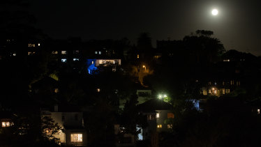 The moon rises over apartments in Coogee, where most people are still self-isolating.