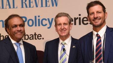 New High Commissioner to India Barry O'Farrell (centre), at the India Business Summit in 2018 with Ashok Jacob (left) and Michael Kasprowicz (right).