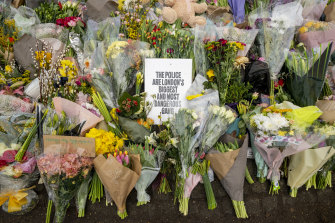 Catherine added hand-picked daffodils to the memorial to dead London woman Sarah Everard.