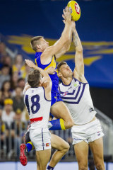 Nathan Vardy flies for the Eagles.