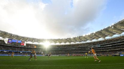 Eagles, Dockers battle for bigger crowds at Optus Stadium
