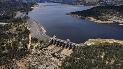 'Most expensive water in history': Minister to push ahead with new Murray-Darling Basin dams