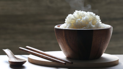 Health concerns after researchers find microplastics in instant rice