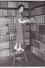 American Library in Paris director Dorothy Reeder categorising books in 1936.