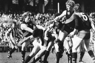 Bombers Alan Stoneham, Ron Andrews and Neale Daniher converge on their Magpie opponents.