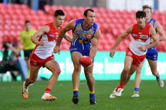 Shannon Hurn leads the Eagles to a confidence-boosting win over Sydney.