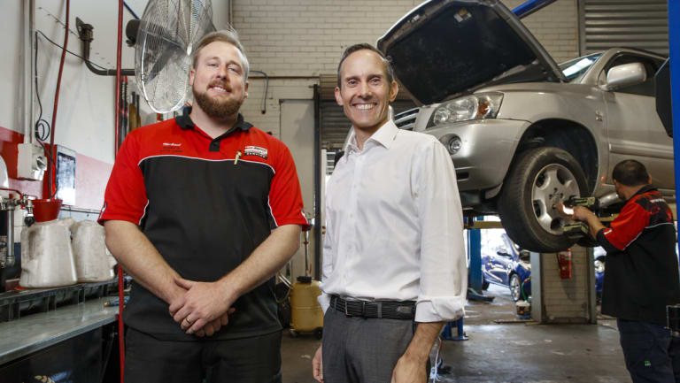 Michael Gaukroger from Harry's Auto Care with Fenner MP Andrew Leigh.
