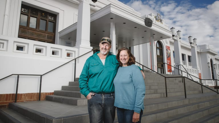 Jim and Wendy Starkey are the descendants of two former Prime Ministers Joseph Lyons and Billy Hughes. The couple were visiting Canberra this week.